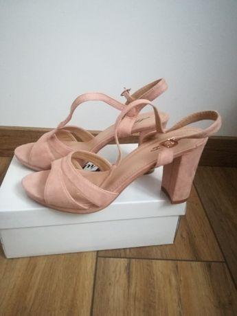 Sandałki rozowe damskie