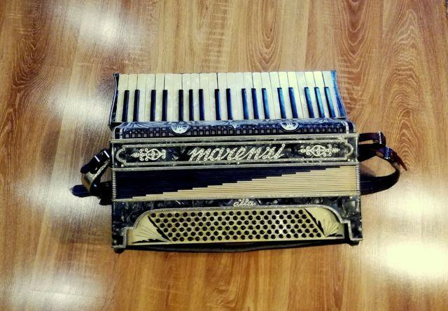 MARENZI 4 chóry 120 basów akordeon sprzedam