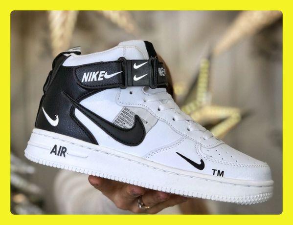 Женские зимние кроссовки Nike Air Force 1 Mid White с мехом белые