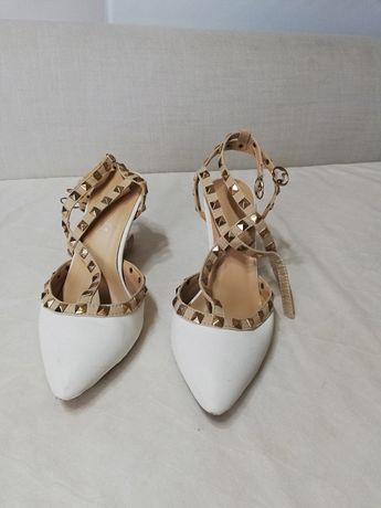 Sandałki białe r. 38