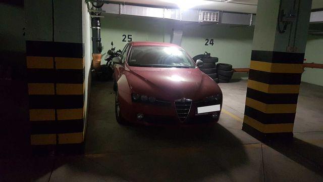 miejsce postojowe w garażu podziemnym przy metrze Kabaty