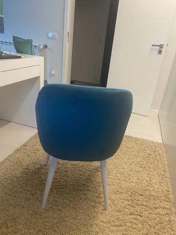 Cadeira de Veludo Nova