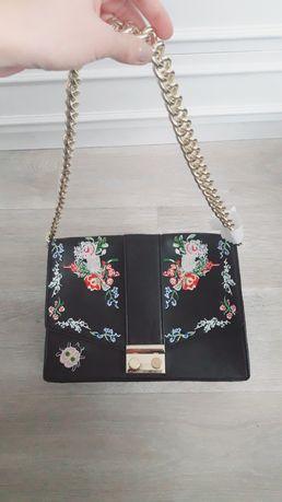 Śliczna torebka kwiaty kwiatki haft hafty złote łańcuszek czarna