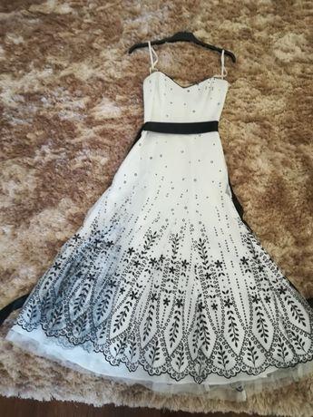 Vestido tule branco e preto
