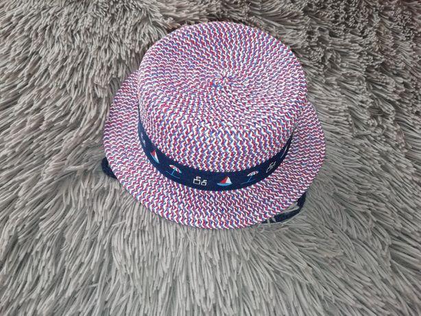 Uroczy kapelusz chłopięcy jak nowy