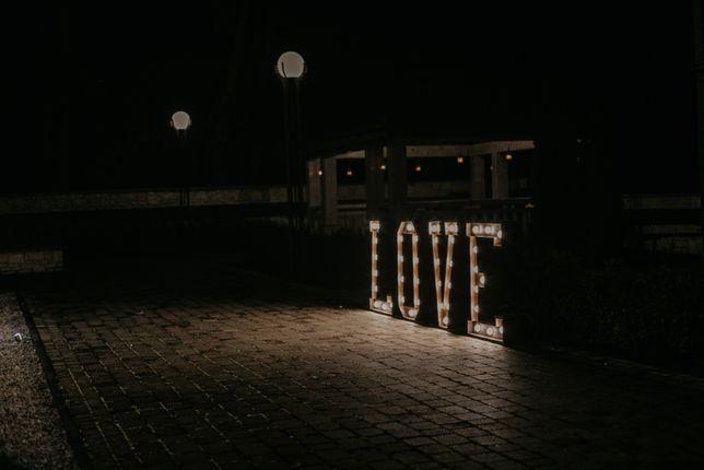 Drewniany świecący napis LOVE