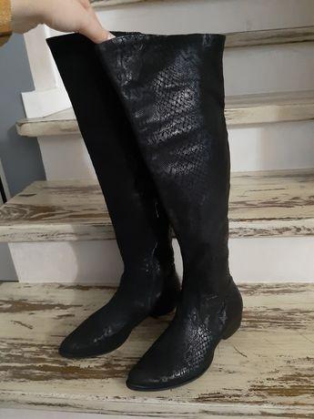 Gino Rossi skórzane czarne wężowe kozaki muszkieterki, wzór węża, 37
