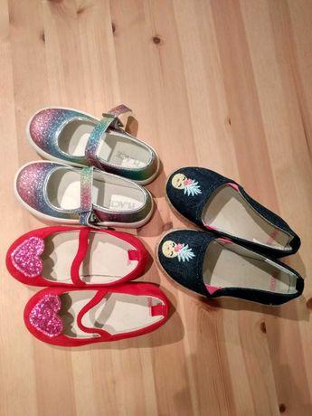 Buty dla dziewczynki tęczowe, czerwone oraz granatowe.