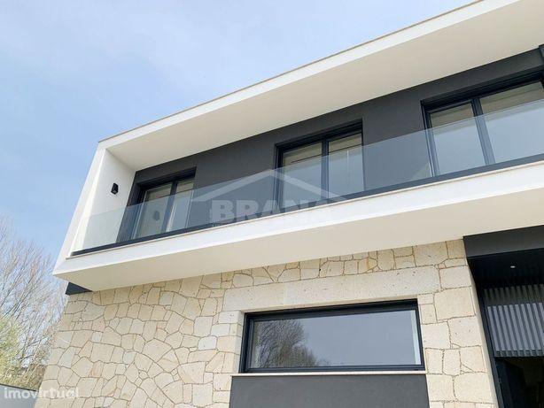 Moradia de Gaveto T4 situada em Real, Inicio de Construção