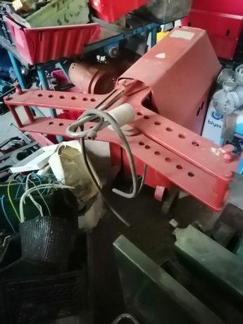 Giętarka do rur hydrauliczno-elektryczna