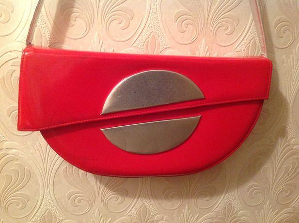 Красная стильная лаковая женская сумка-клатч. Б/у, в хорошем состоянии