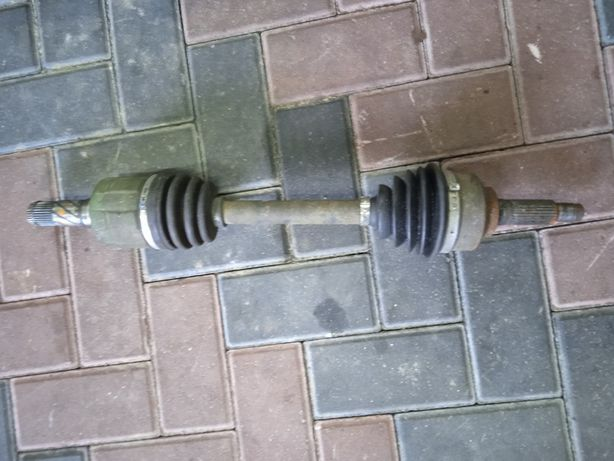 Полуось левая Киа Соренто 2,5 2002-2009 Привод левый Kia Sorento