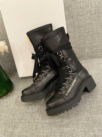 Женские черные кожаные ботинки Dior D-Fight  сапоги Диор на шнуровке