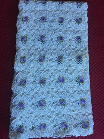3 toalhas de mesa com crochet e bordados