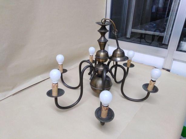 Candeeiro de 6 lâmpadas em latão