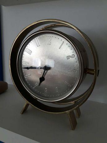 Relógio de mesa em ferro dourado