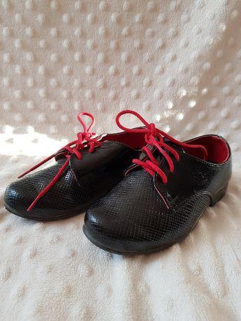 Buty chłopięce garniturowe lakierki rozmiar 23