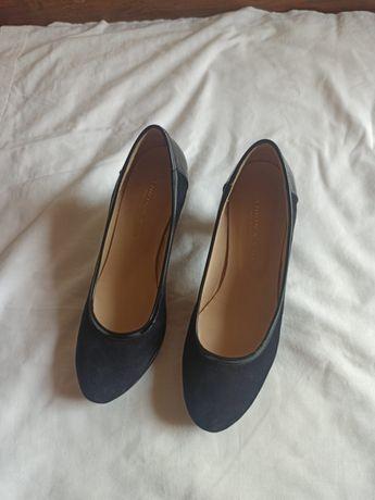 Sapatos salto alto pretos