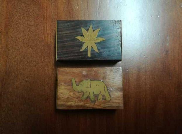 2 Caixinhas de madeira com decoração em metal