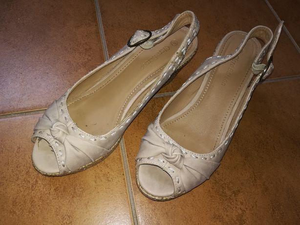 sandały na koturnie Clara Barson