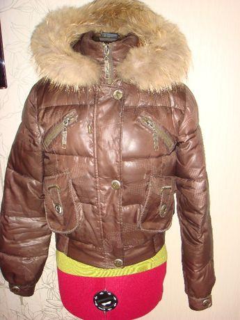 Теплая куртка с капюшоном и мехом песца.Размер-S.