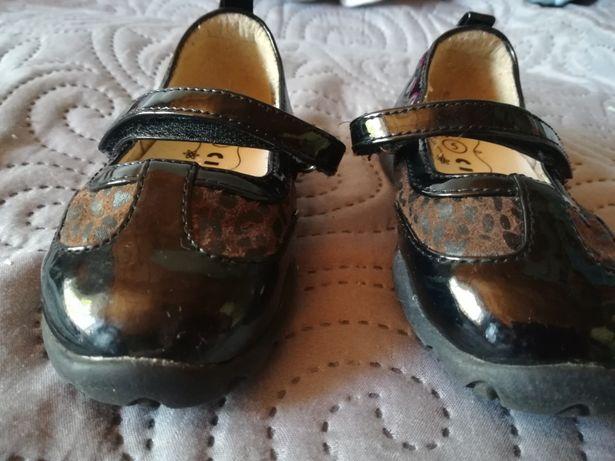 Pantofle, pantofelki, baleriny, lakierowane