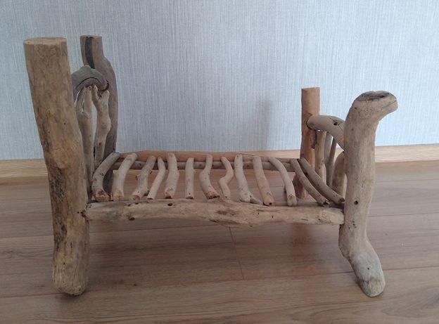 Drewniane łóżeczko do sesji noworodkowej