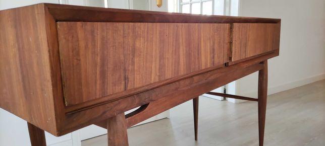 Escrivaninha em madeira