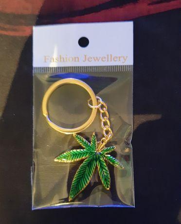 Bryloczek liścia marihuany