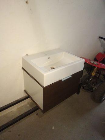 Umywalka łazienkowa z podwieszaną półką Kołobrzeg