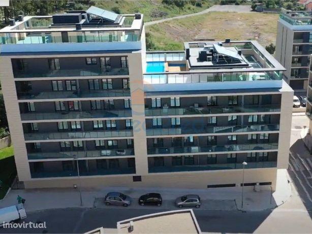 Apartamento T3, Semi Novo (2020),Condomínio das Comendade...