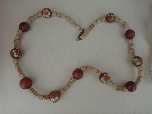 Bijuterias: colares, anéis, pulseiras lindas