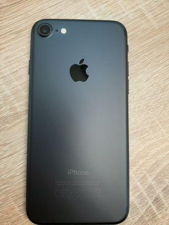 Продам официальный iPhone 7 32Gb Black