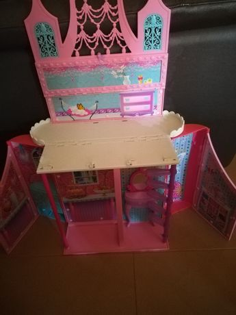Quarto/ casa Barbie