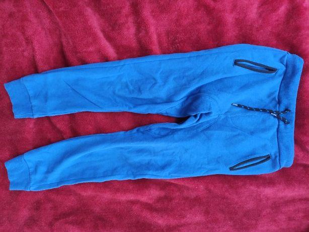 spodnie dresowe dla chłopca 146 cm