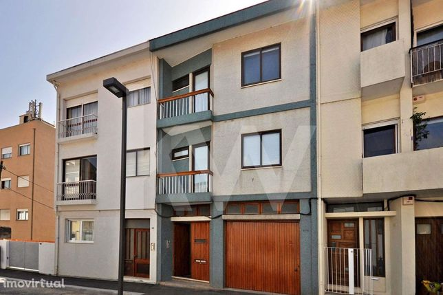 Prédio 3 pisos - Serralves - Dois Apartamentos T2 - Garagem