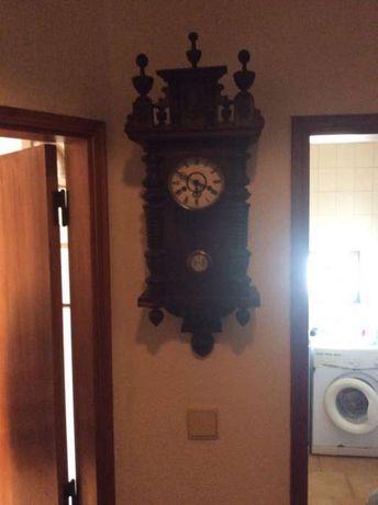 Cadeira de massagem + relógio de parede + aparelhagem