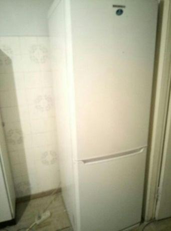 Двокамерний холодильник SAMSUNG RL38SBSW б/у в хорошому стані на 301 л