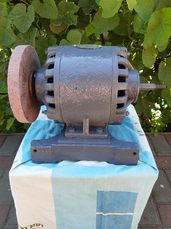 Продам наждачный станок двусторонний 400ВТ,1350об/мин,380 вольт