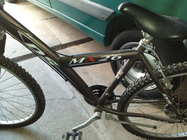 Bicicleta preta em muito bom estado