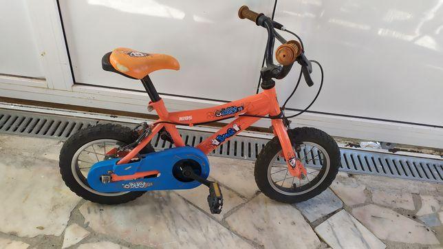 Bicicleta de criança, impecável com pouco uso.
