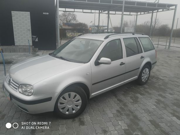 Volkswagen Golf 1.6 ГАРНИЙ СТАН