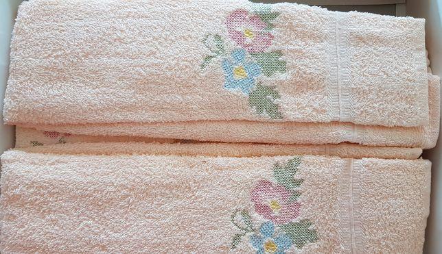Jogo de toalhas de banho bordado
