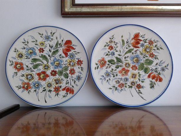 Pratos em Cerâmica com motivos florais
