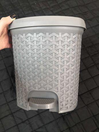 Kosz szary na śmieci