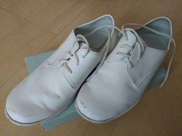 Chłopięce buty komunijne białe, rozmiar 28, wkładka 19 cm