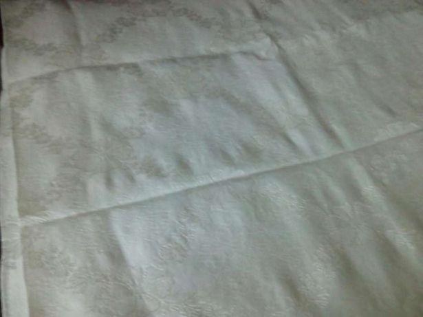 Colcha cama branco muito bonita