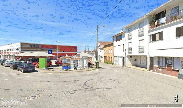 Prédio com apartamento T3 + Loja, em Arganil, junto ao Intermarché