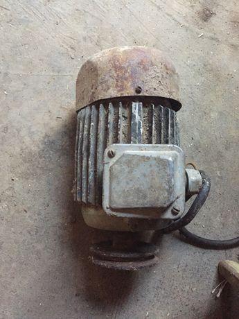 Продам мотор стояв на бетономішалці