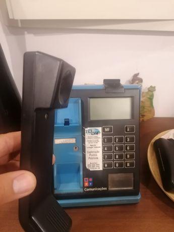 Telefone antigo com moedeiro